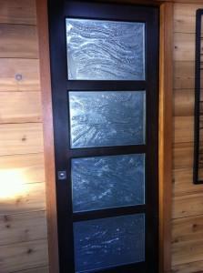 porte en bois avec verre décoratifs